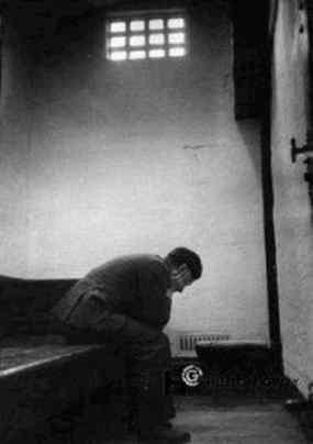Jasmina (anys 40, poema anònim d'un sentenciat a mort) 02